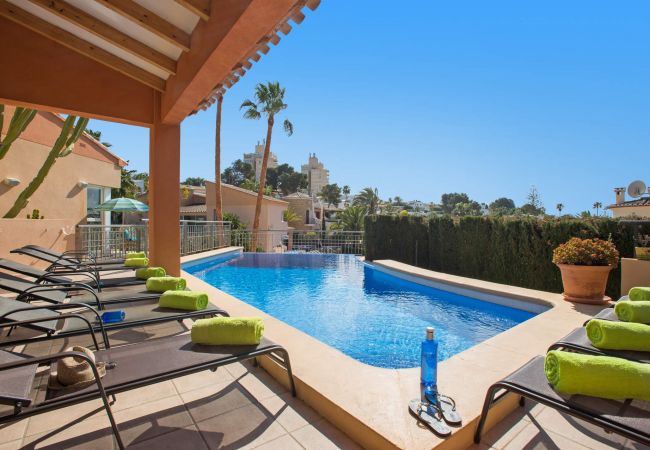 Villa en Moraira - Villa con piscina a900 mde la playa