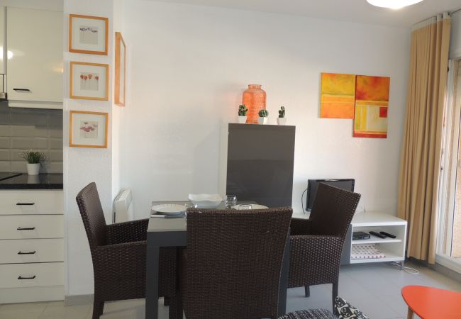 Apartamento en Rosas / Roses - Apartamento con aire acondicionado a400 mde la playa