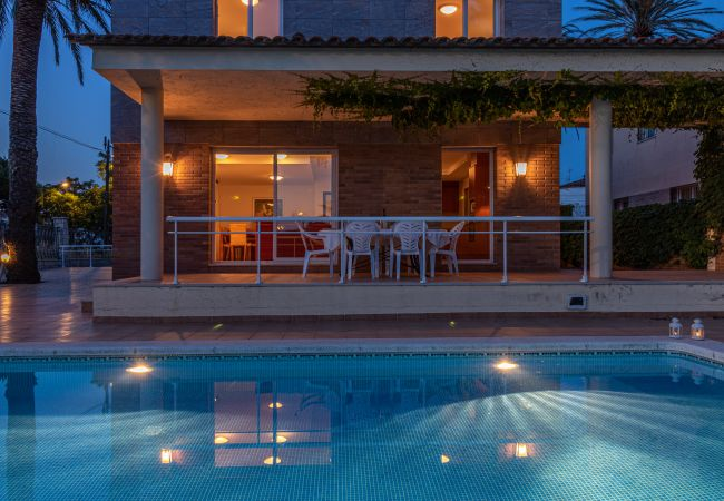 Villa en Empuriabrava - Villa para 9 personas a2 kmde la playa