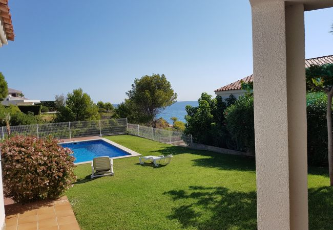 Villa en Ametlla de Mar - Villa para 11 personas a300 mde la playa