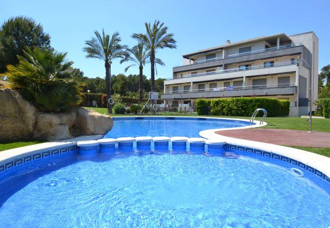 Apartamento en Salou - Tramontana:10000m2 jardín con piscinas-Totalmente Climatizado y wifi includos-Cerca playa y centro La Pineda