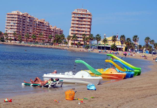 Patines, relajación y deportes acuáticos en la playa de La Manga - Resort Choice