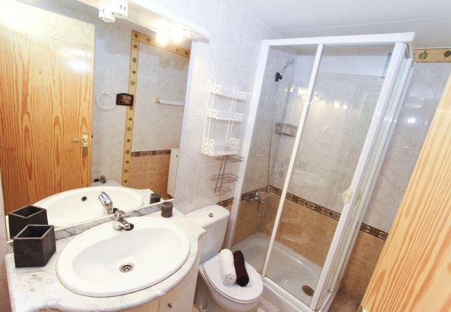 Alquiler piso para vacaciones en La Pineda. Lavabo MARPINEDA