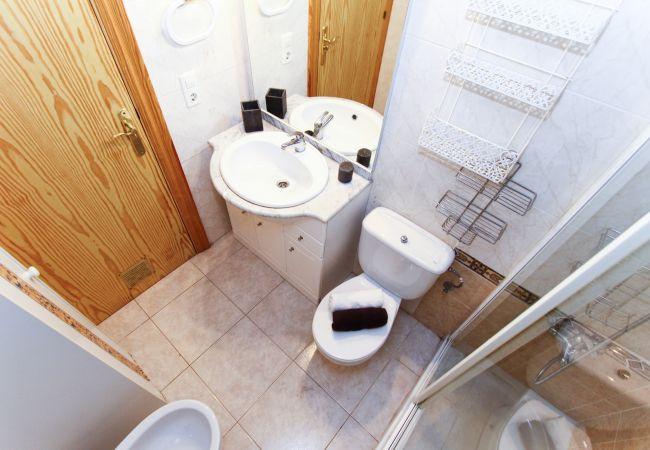 Alquiler piso para vacaciones en La Pineda. Baño MARPINEDA