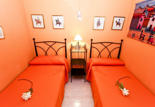 Alquiler piso para vacaciones en La Pineda. Gran Dormitorio MARPINEDA