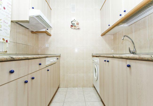 Alquiler piso para vacaciones en La Pineda. Cocina MARPINEDA
