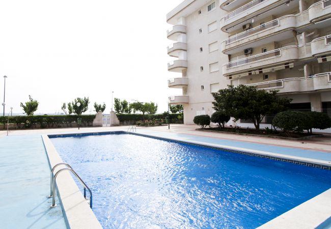Alquiler piso para vacaciones en La Pineda. Piscina MARPINEDA