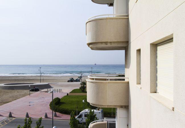 Alquiler piso para vacaciones en La Pineda. Vistas MARPINEDA