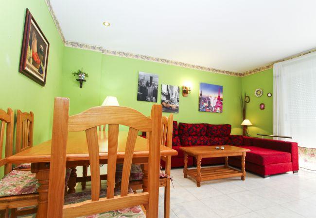 Alquiler piso para vacaciones en La Pineda. Comedor MARPINEDA