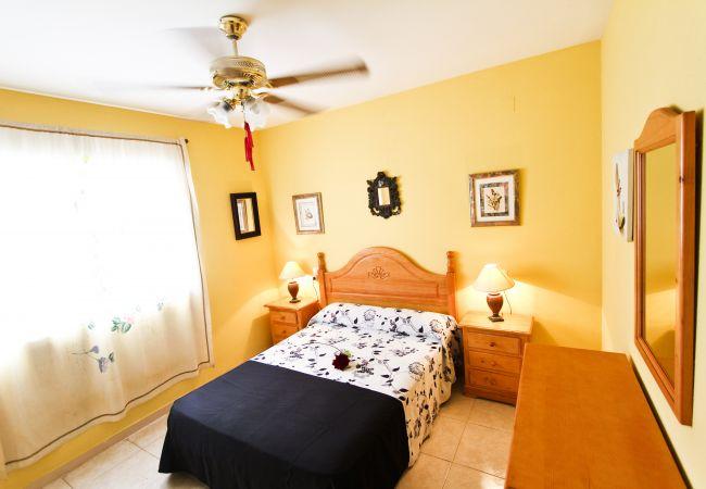Alquiler piso para vacaciones en La Pineda. Dormitorio MARPINEDA