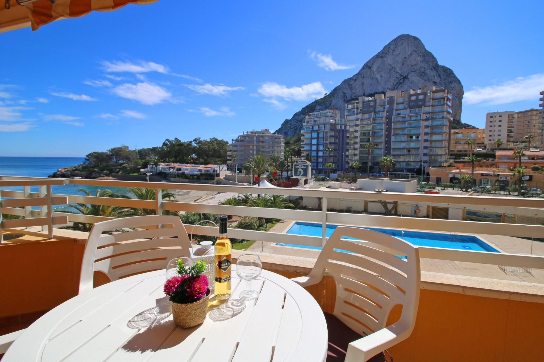 Acogedor Apartamento Voramar Con Piscina Terraza Y Vistas Al Mar En Primera Línea De Playa De Calpe Apartamentos En Calpe