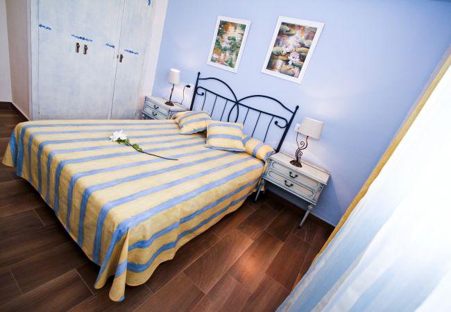 Alquiler piso moderno en la playa La Pineda. Cama doble PINEDA3