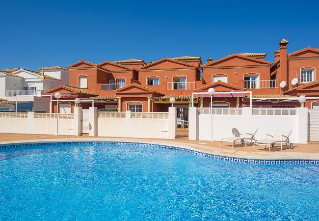 Bungalow en Calpe - Bungalow con piscina a1 kmde la playa