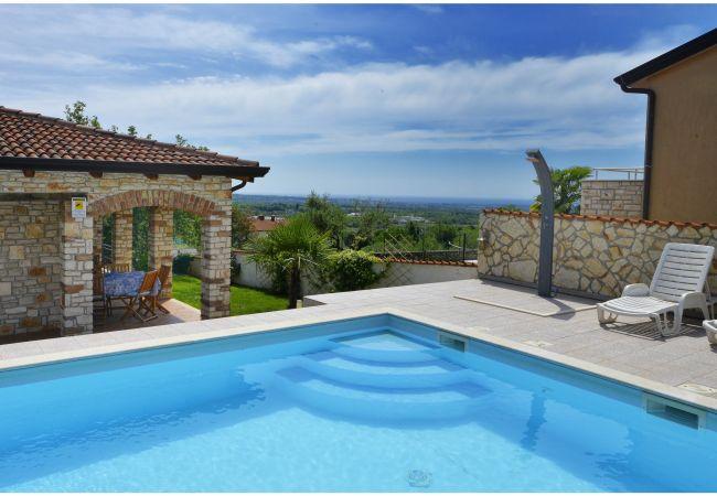 Villa en Brnobici - Villa with pool,not far from the sea, in quiet location,garden