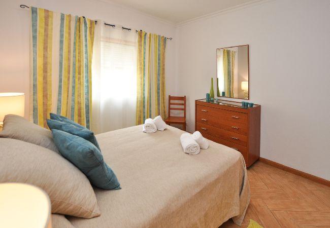 Apartamento en Olhos D´Água - Apartamento para 4 personas a1 kmde la playa