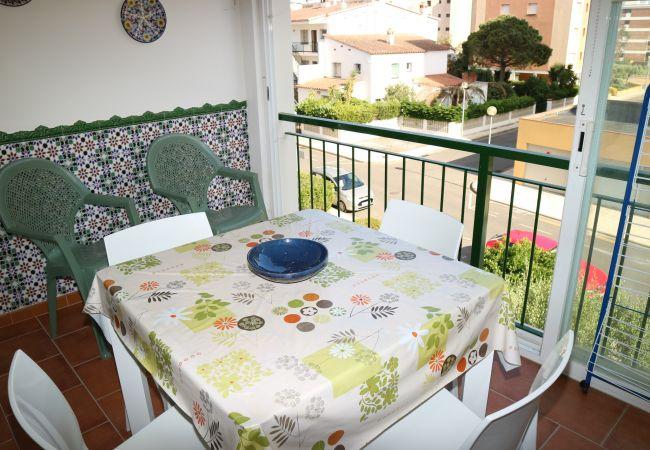 Appartement in Rosas / Roses - Appartement for 4 people op200 mvan het strand