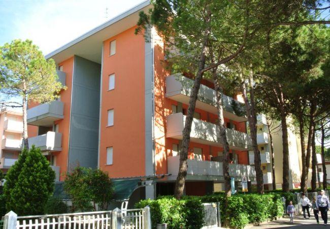Appartement in Bibione - Appartement with airconditioning op80 mvan het strand
