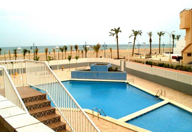 Appartement in Peñiscola - Appartement with zwembad op200 mvan het strand