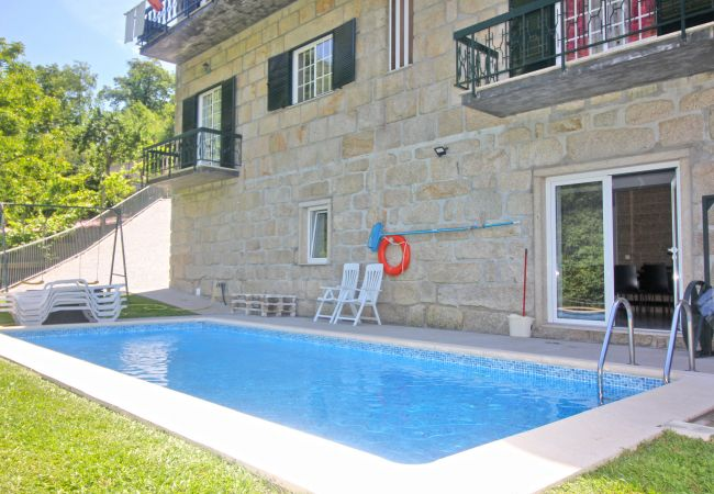 Maison à Terras de Bouro - Maison avec piscine privée près de Gerês