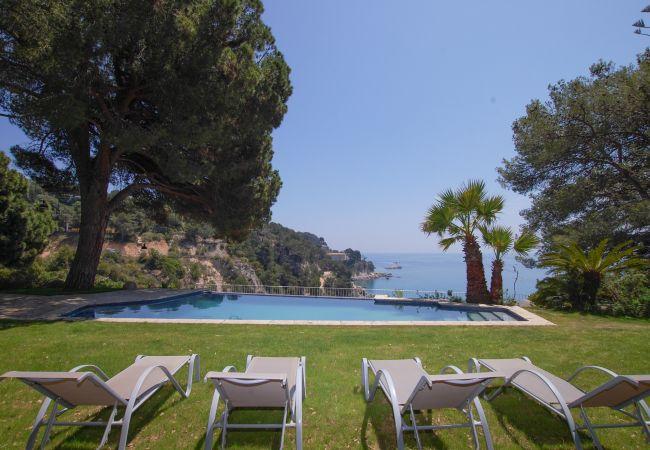 Villa in Tossa de Mar - Villa with swimmingpool to30 mbeach