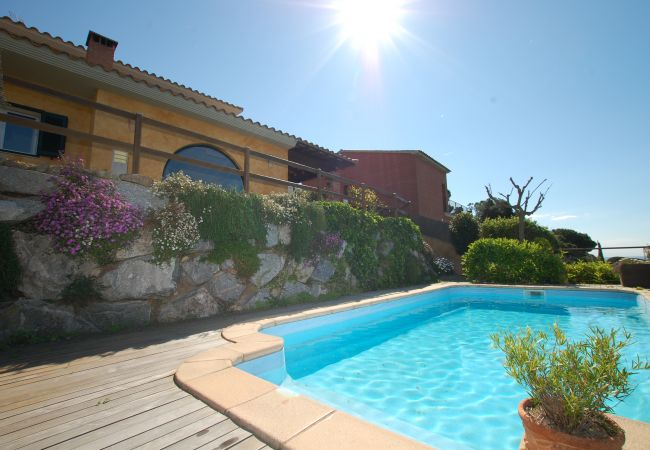 Villa in Calella - Villa of 5 bedrooms to 1 km beach
