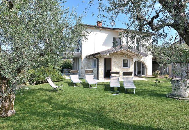 Villa in Bardolino - Villa Lisi - sleeps  8 private garden in residence with pool in Bardolino