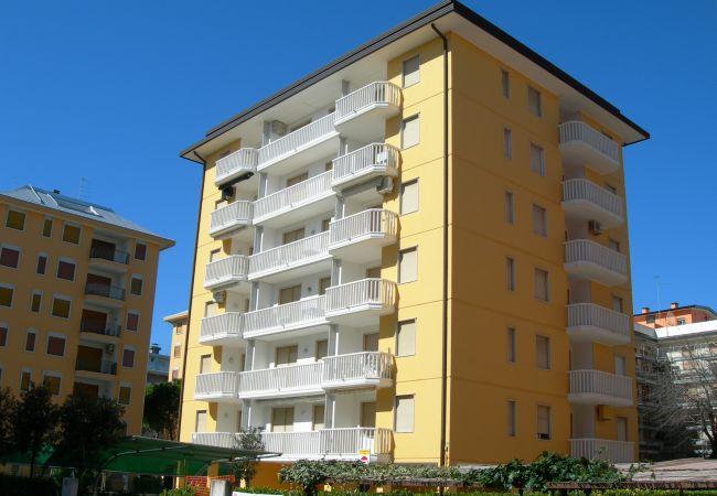 Ferienwohnung in Bibione - Ferienwohnung mit 1 Schlafzimmern a100 mStrand
