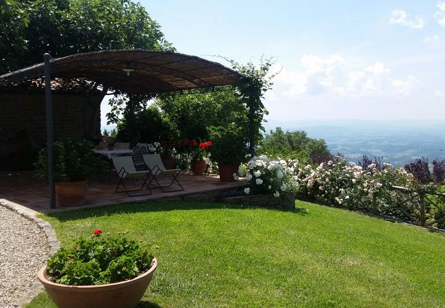 Ferienwohnung in Loro Ciuffenna - Tuscany in a small, old Panoramic Hunting House