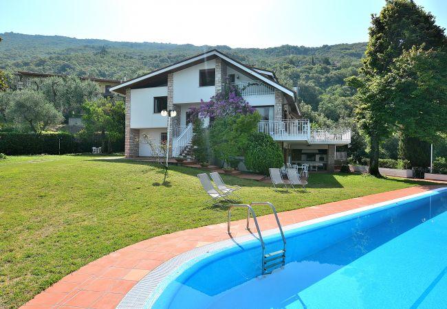 Villa in Torri del Benaco - Villa Gina - 12 Schlafplätze mit Swimmingpool in Pai di Torri del Benaco