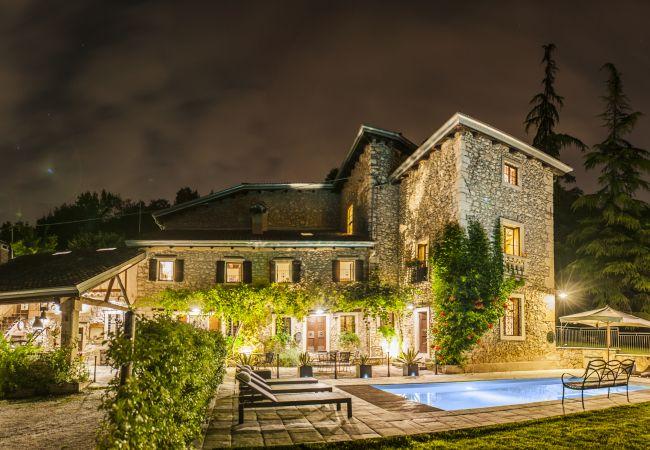 Villa in Castelgomberto - Giardino di Sibilla - Liebevoll rennovierter Bauernhof mit Pool auf den Hügeln bei Vicenza mit zwei Wohnungen für insgesamt 15 Personen.